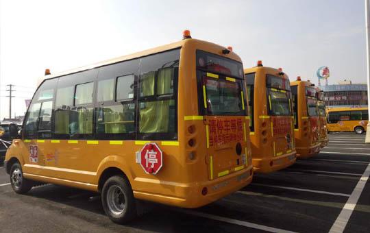 中通19座幼儿园校车(5.8米)